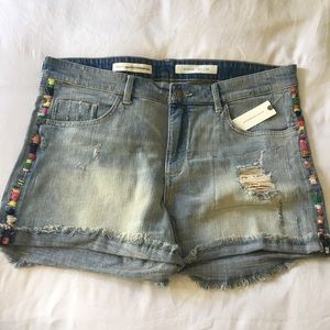 Perfect Denim Shorts w/ Embroidering